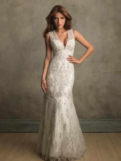 wonderful vintage lace wedding dress with floor length