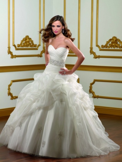 princess wedding dress with sweetheart neckline