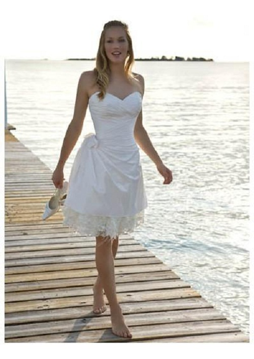 casual beach wedding gown with sweetheart neckline