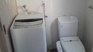 toilet + mesin cuci
