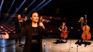 El Himno Nacional interpretado por artistas sanjuaninos en el Teatro del Bicentenario