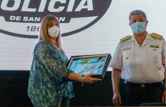 La ministra de Salud recibió una Mención Especial por parte de la Policía de San Juan