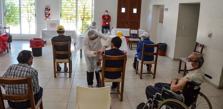 10 son las residencias de adultos mayores donde pusieron la vacuna Sputnik V