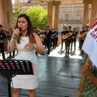 Cantando con mariachi, comenzó campaña candidata de Morena al 5o Federal