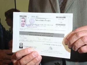 Capturan a par de vivales que falsificaban y vendían cartas de no antecedentes penales