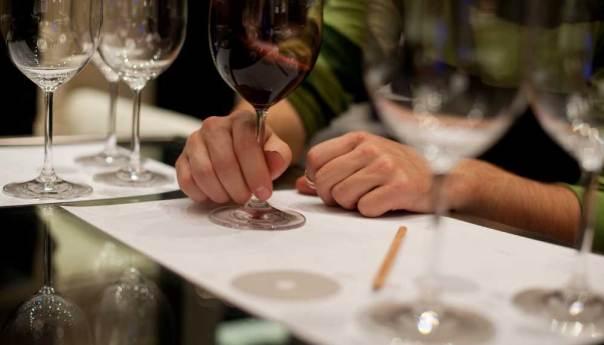"""Invita UASLP  al Curso: """"El arte de conocer y degustar el buen vino"""""""