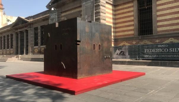Silencio tangible, obra escultórica de Rivelino