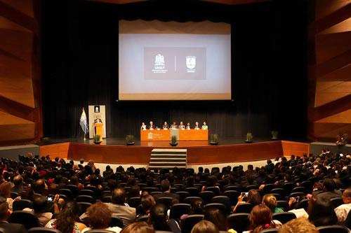 UASLP a través de la Facultad de Medicina otorgó título profesionales a 98 egresados