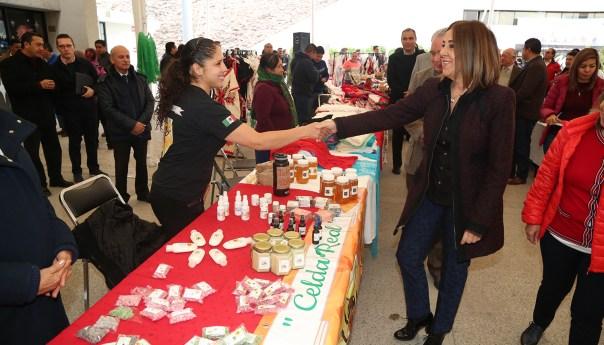 SEGE abrió sus puertas a la feria de artesanías de la tienda del DIF