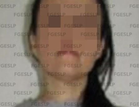 FGE de slp detuvo a mujer por conducir un automóvil con reporte de robo vigente