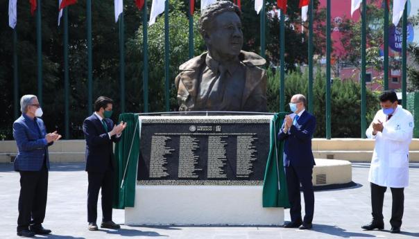 IMSS rinde homenaje póstumo a 153 médicos y destaca hazaña del doctor Rubén Argüero, pionero en trasplantes de corazón