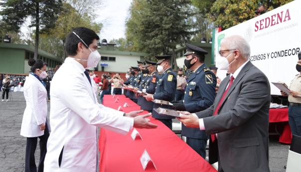 Estado mexicano reconoció y condecoró a 35 trabajadores de la salud del IMSS en la Ciudad de México