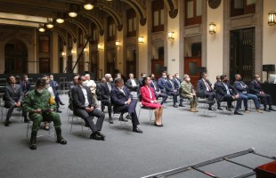 Gobernador asiste a reunión con el presidente de México