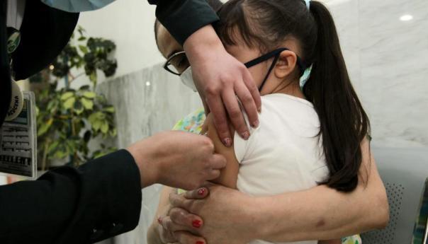 Participa IMSS en campaña Vacunación contra Sarampión, Rubéola y Parotiditis en niños de 1 a 4 y de 5 a 9 años de edad