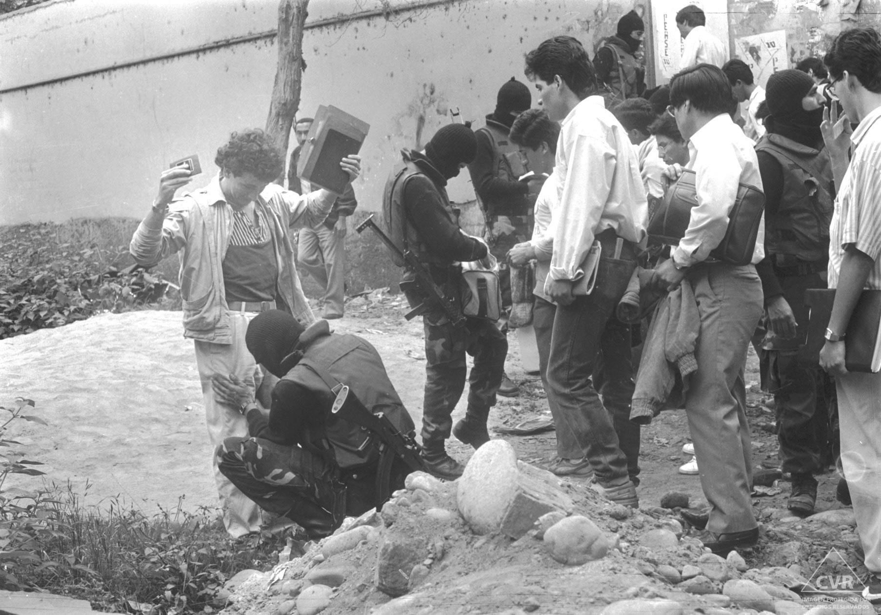 Diario El Peruano, 8 de noviembre de 1989. Intervención policial.