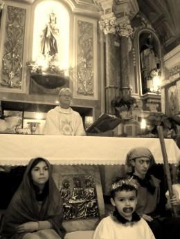 Sguardi di Natale: Don Martino e la Natività