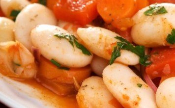 Бобена салата с моркови и печени чушки
