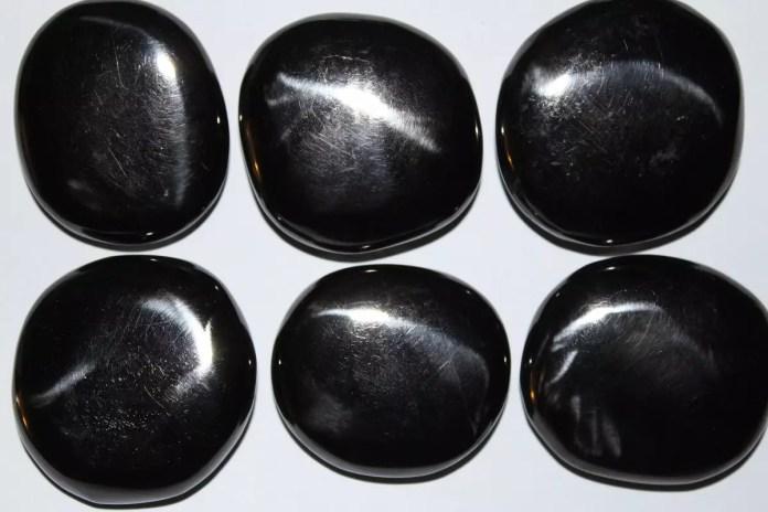 Скъпоценните камъни и зодиите - Черен кехлибар