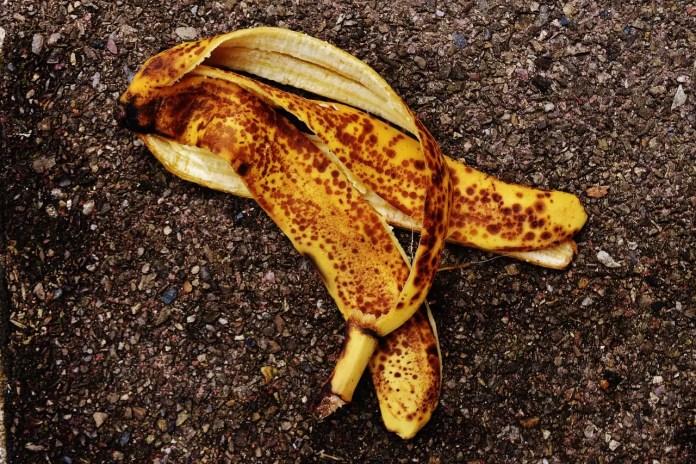 Кора от банан срещу брадавици, акне и хемороиди