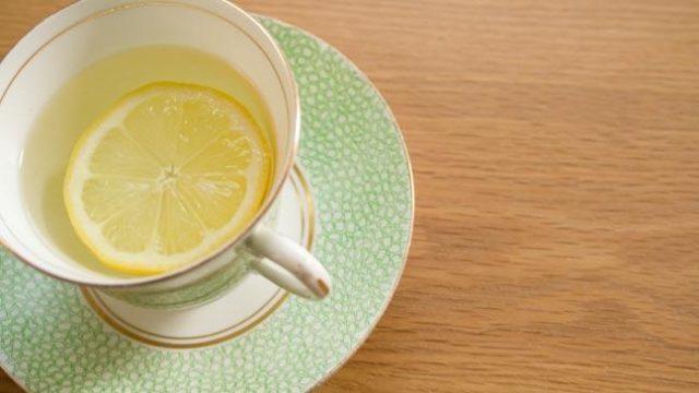 Las Razones Por Las Que Empezar El Día Con Una Taza De Agua Caliente Con Limón Es Buena Para La Salud 3
