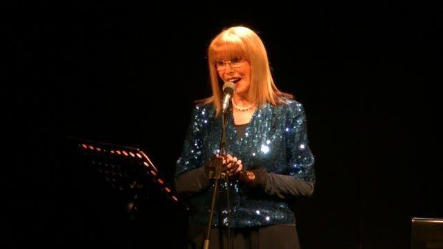 A Napoli per i provini di Nuovi Talenti della canzone partenopea, nello studio della regista Lucia Cassini.