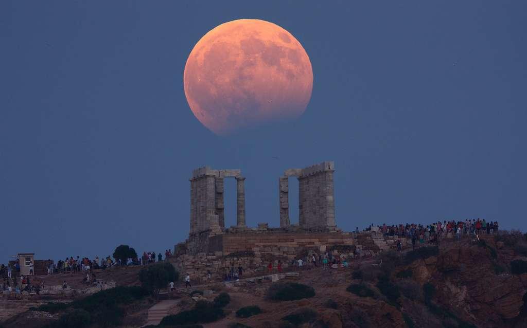 Plus belles photos éclipse partielle de lune 2017 par Elias Chasiotis en Grèce