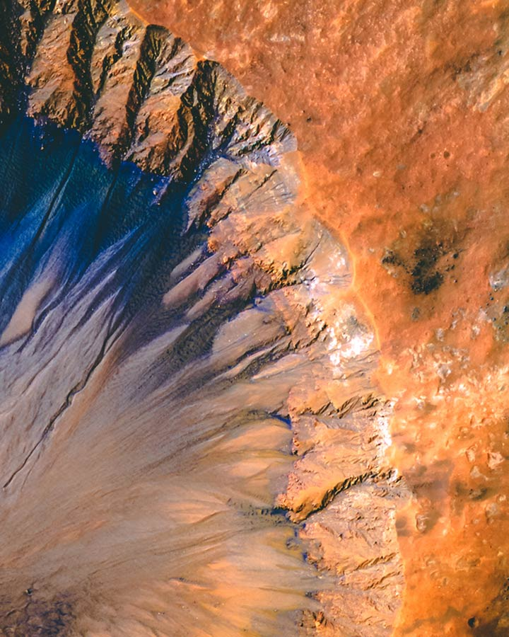 Sirenum Fossae, sur Mars, par la NASA, voyage pour Mars à découvrir sur Sansible #mars #espace #voyage #nasa #esa #cnes