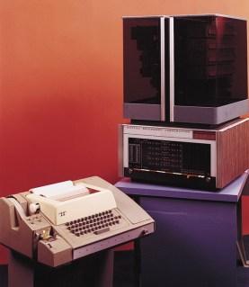 PDP-8 (1965): Το πιο φθηνό ως τότε σύστημα της DEC, ο 12μπιτος PDP-8 αποτελεί τον πρώτο mini-computer μαζικής παραγωγής στην ιστορία. Θεωρείται εκτός των άλλων και ως ένας από τους πιο κομψούς υπολογιστές έως και σήμερα. Αρχική τιμή: 18.000 δολ. Πωλήσεις: >50.000