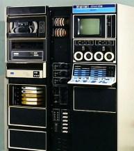 PDP-12 (1969): Διάδοχος του LINC-8, διατηρούσε συμβατότητα τόσο με εκείνον όσο και με τον επίσης 12μπιτο PSP-8. Και σε αυτήν την περίπτωση αξιοποιήθηκε κυρίως από ερευνητικά κέντρα, καθώς εξοπλίστηκε και με μία ευρύτατη γκάμα ειδικευμένου λογισμικού. Αρχική τιμή: 27.900 δολ. Πωλήσεις: 725