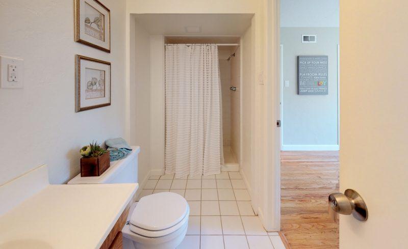 gTc5A25KVyF – Bathroom(1)