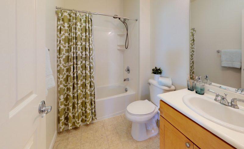544-Altino-Blvd-Bathroom