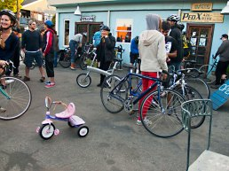 santa-cruz-bike-party_1_4-27-13