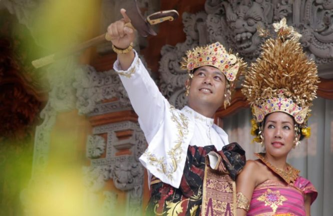 Baju Adat Bali Untuk Acara Resmi