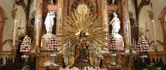 Veneración y contemplación cercana de Santa María de la Victoria y traslado al Santuario