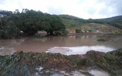 Barragem de água se rompe no Vale do Jequitinhonha