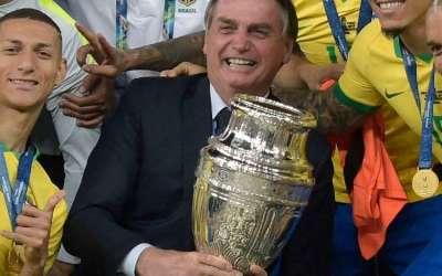 'No que depender de mim, haverá Copa América no Brasil', diz Bolsonaro