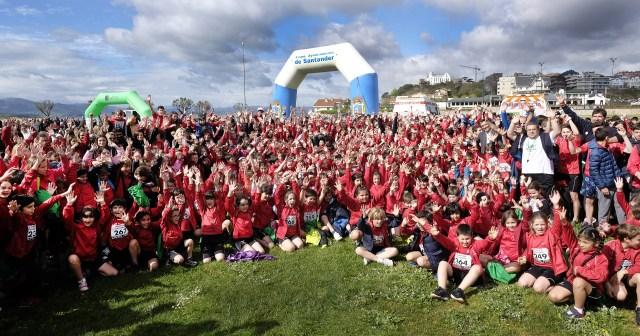Más de 1.200 escolares santanderinos llenan de deporte y solidaridad la Campa de la Magdalena