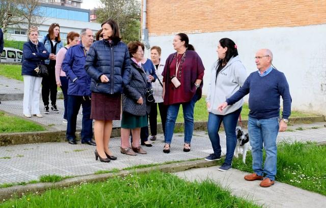 El Ayuntamiento acometerá mejoras de jardinería, mobiliario urbano, aceras y viales en Cazoña