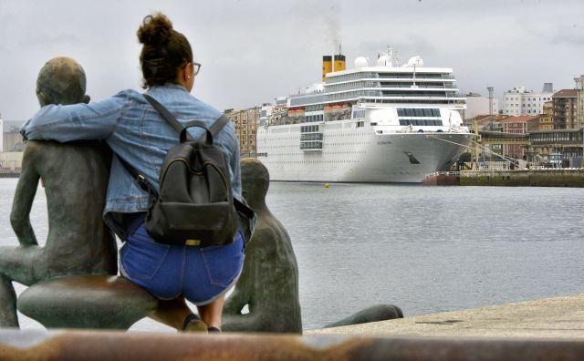 El crucero Costa NeoRomántica recala en Santander con cerca de 1.500 viajeros