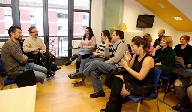 Trabajadores municipales aprenden lengua de signos para mejorar la atención ciudadana