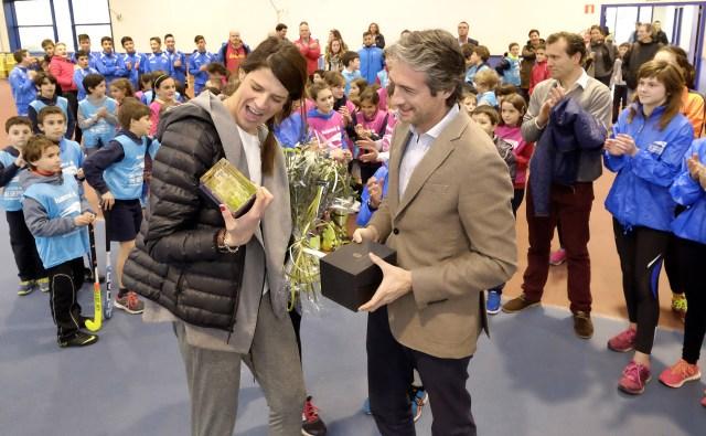 El alcalde recibe a Ruth Beitia tras ganar su duodécima medalla internacional