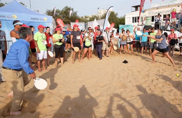 Santander bate el récord mundial de personas jugando a las palas a la vez en una misma playa