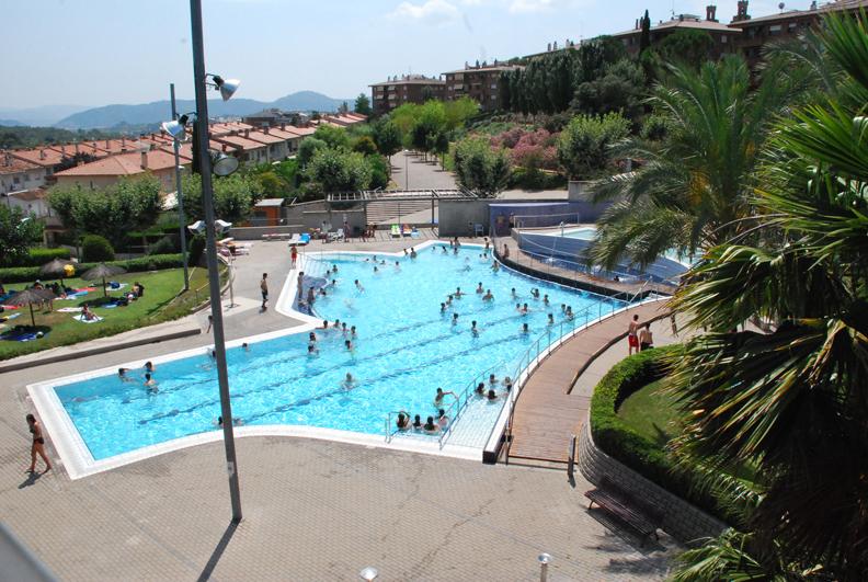 Entrada lliure a la piscina d 39 estiu de sant esteve for Piscina martorell