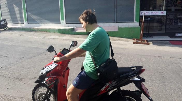 Atkal uz motorbike!