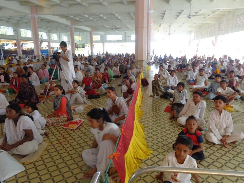 कुप्रचार की ऐसी-तैसी - बच्चो का दिवाली पर अनुस्ठान अहमदाबाद आश्रम में