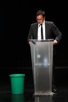 Xavier Grasset, presentador de la gala, va amenaçar amb sumar-se al Ice Bucket Challenge // Jordi Julià