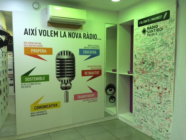 Un espai en blanc que ràpidament va ser escrit pels ciutadans plantejava com hauria de ser la ràdio del futur // David Guerrero