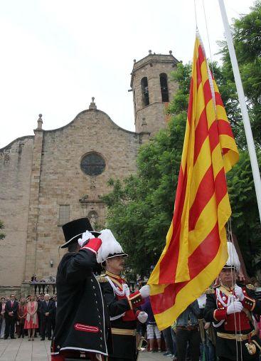 Hissada de la senyera davant l'església de Sant Baldiri // David Guerrero