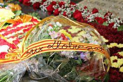 Nombroses entitats comarcals han participat a l'ofrena floral // David Guerrero