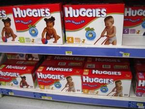 polluants issus des couches pour bébés - rayon de supermarché
